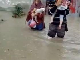 最近雨水比较多,成都很多地方都被淹了
