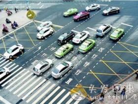考驾照时没教的东西:直行红灯时进入直行待行区,算不算闯红灯?